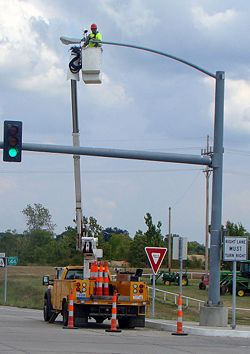 250px 902.8.3 902 5 traffic control signal features (mutcd chapter 4d traffic signal cabinet wiring diagram at mifinder.co